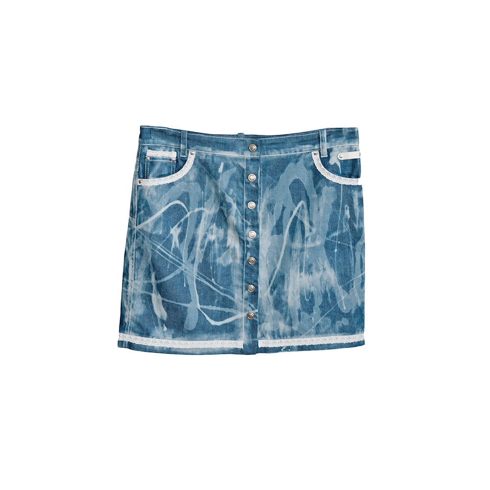 Short denim skirt with lace details